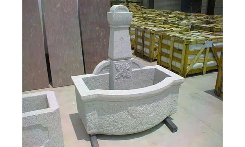 Fontaine en granit ; Teinte grise ; Dimensions sur mesure ; Réf : FONTGRA09