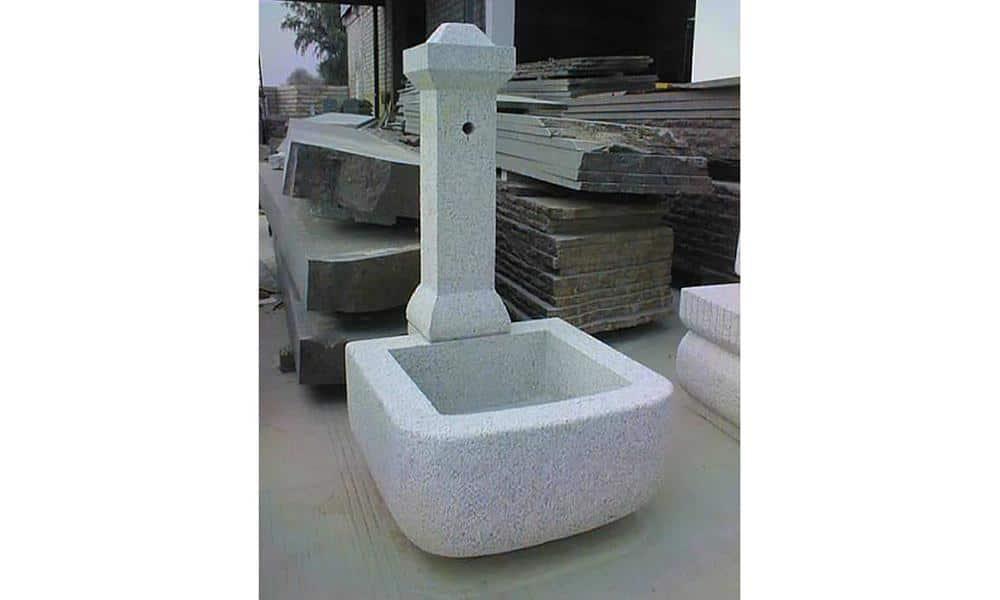 Fontaine en granit ; Teinte grise ; Dimensions sur mesure ; Réf : FONTGRA15