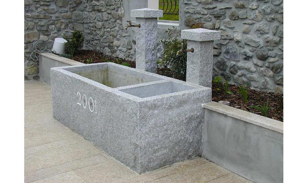 Fontaine en granit ; Teinte grise ; Dimensions sur mesure ; Réf : FONTGRA02