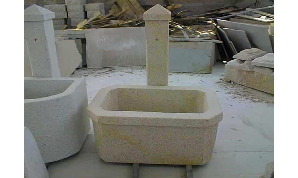 Fontaine en granit ; Teinte beige ; Dimensions sur mesure ; Réf : FONTGRA08