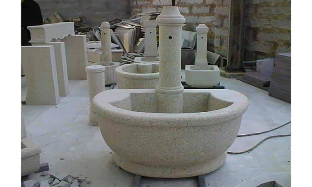 Fontaine en granit ; Teinte beige ; Dimensions sur mesure ; Réf : FONTGRA06