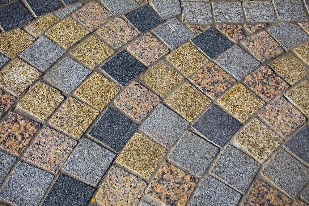 Pavés granit neufs ; Coloris mélangés : jaune/rosé/beige/gris clair ou foncé ; Format : 10x10 ; Réf : PAGRA01
