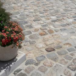 Pose de pavés en grès de Fontainebleau et de Versailles - place de Varacieux