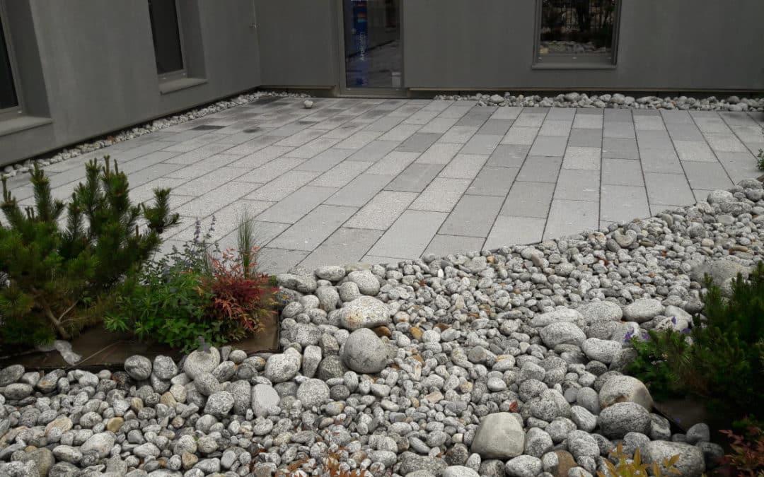Exemple de réalisation avec dalle en granit et finition flammée