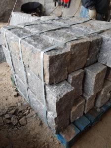 Bordures granit finition éclatée