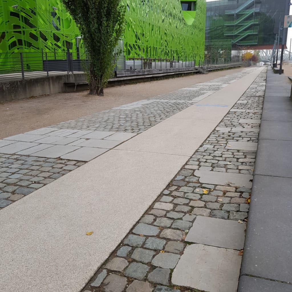 Accord pavés de Lyon et bordure en granit