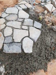 Pose pierre Opus Incertum sur dalle béton