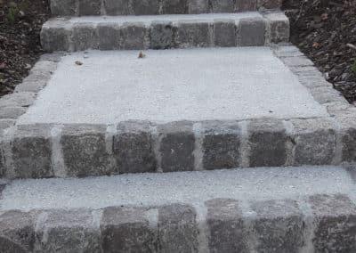 Contre marche en pavés pour bordure