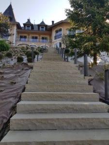 Château de Tresserve escalier et marches en grès d'Orient