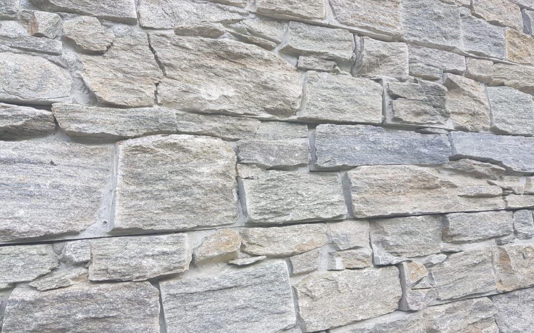 Comment poser des barrettes et placages sur murs et murets ?