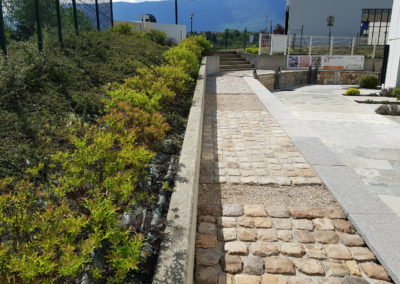 Jardin paysager Nobléma pierres et pavés en Savoie