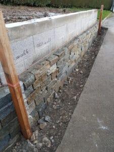 Pose mur en pierre des Alpes
